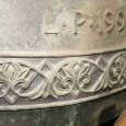 """<p>Na podlaze zvonového patra věže je instalován jediný bronzový zvon ve věži kostela, hodinový cimbál s nápisem """"L· P · 1996"""" a se značkou zvonařské dílny Tomášková-Dytrychová z Brodku u Přerova.</p> <p></p>"""
