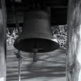 <p>zvunek = označení malého zvonu v místním dialektu, viz ZEMANOVÁ, Marie; VESELSKÁ, Jiřina; PASTOREK, Richard. Tradiční mluva podhůří Beskyd : údolí řeky Morávky a Mohelnice, výkladový slovník. První vydání. Raškovice : Obec Raškovice, 2010. s. 245.</p> <p>U tohoto zvonu jsem se kvůli absenci psaných materiálů musel plně opřít o vyprávění pamětnice z rodiny zvoníků Anny Foldynové, rozené Legerské.</p> <p></p> <p></p> <p></p> <p>Zvonek se nachází v samostatně stojící zvonici, která je postavena v těsné blízkosti zemědělské usedlosti s číslem popisným 355. Místo pro zvonici nebylo pravděpodobně [...]